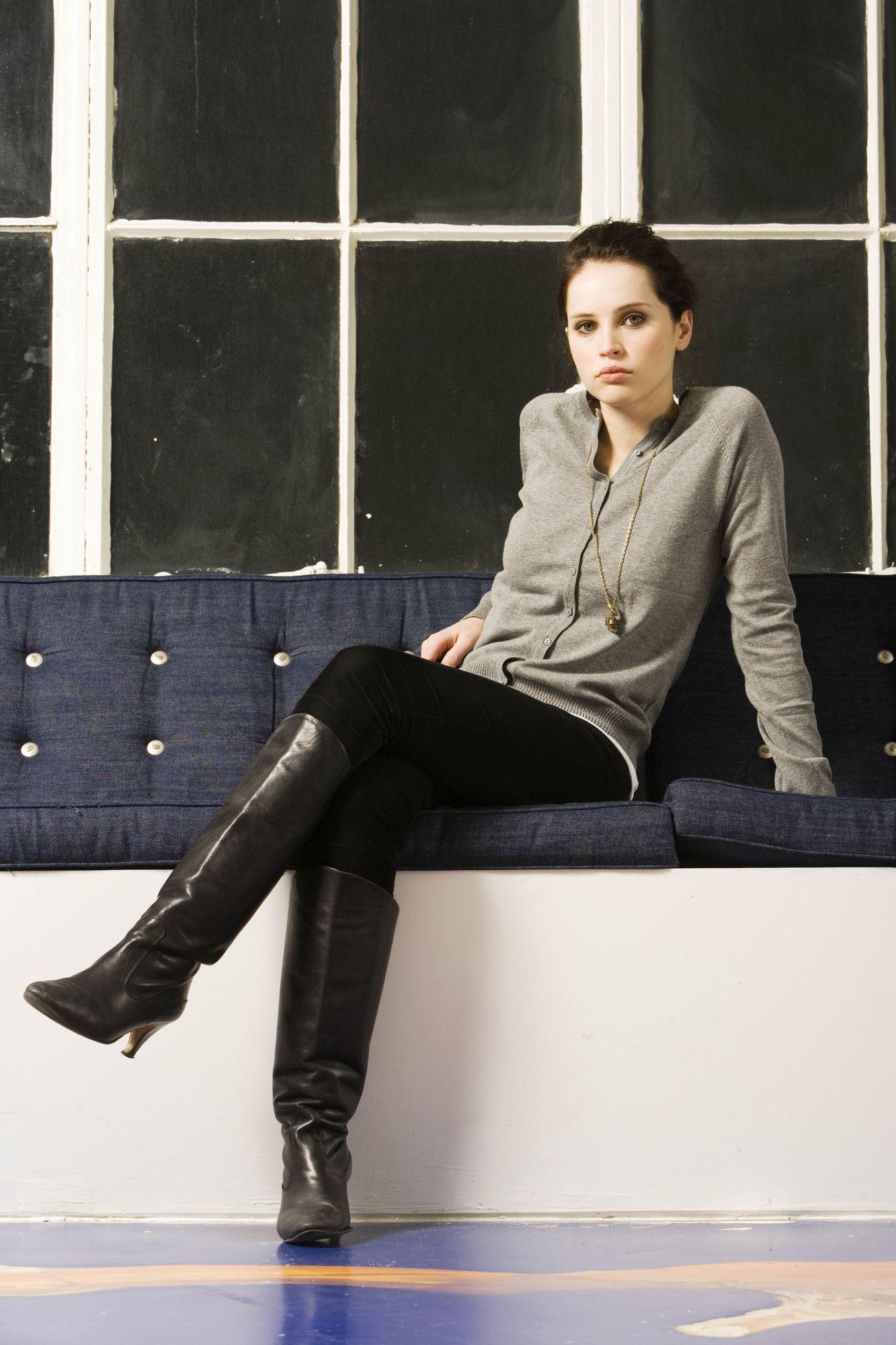 Digitalminx.com - Actresses - Felicity Jones - Page 1