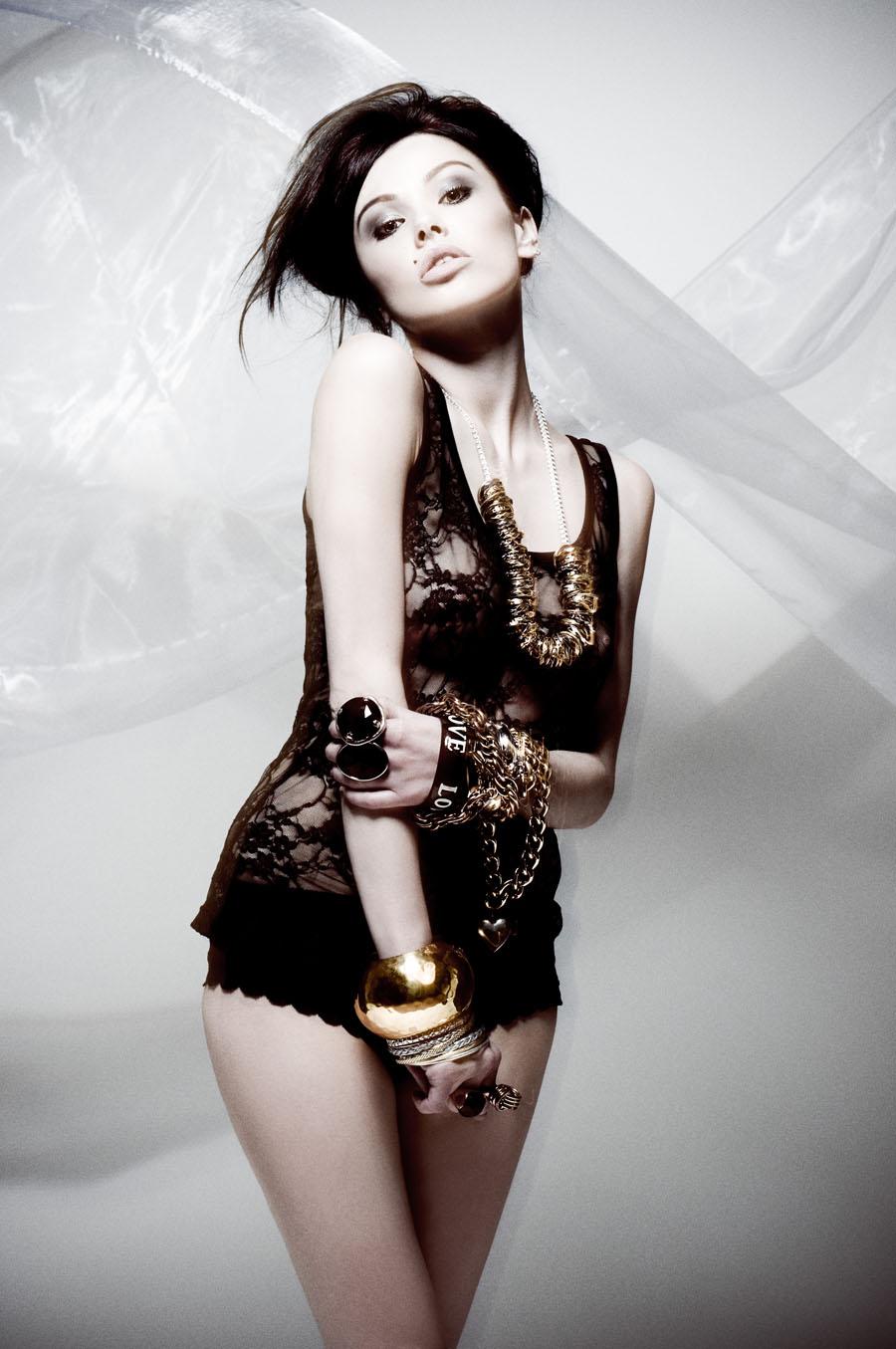 Digitalminx.com - Models - Vikki Blows - Page 1