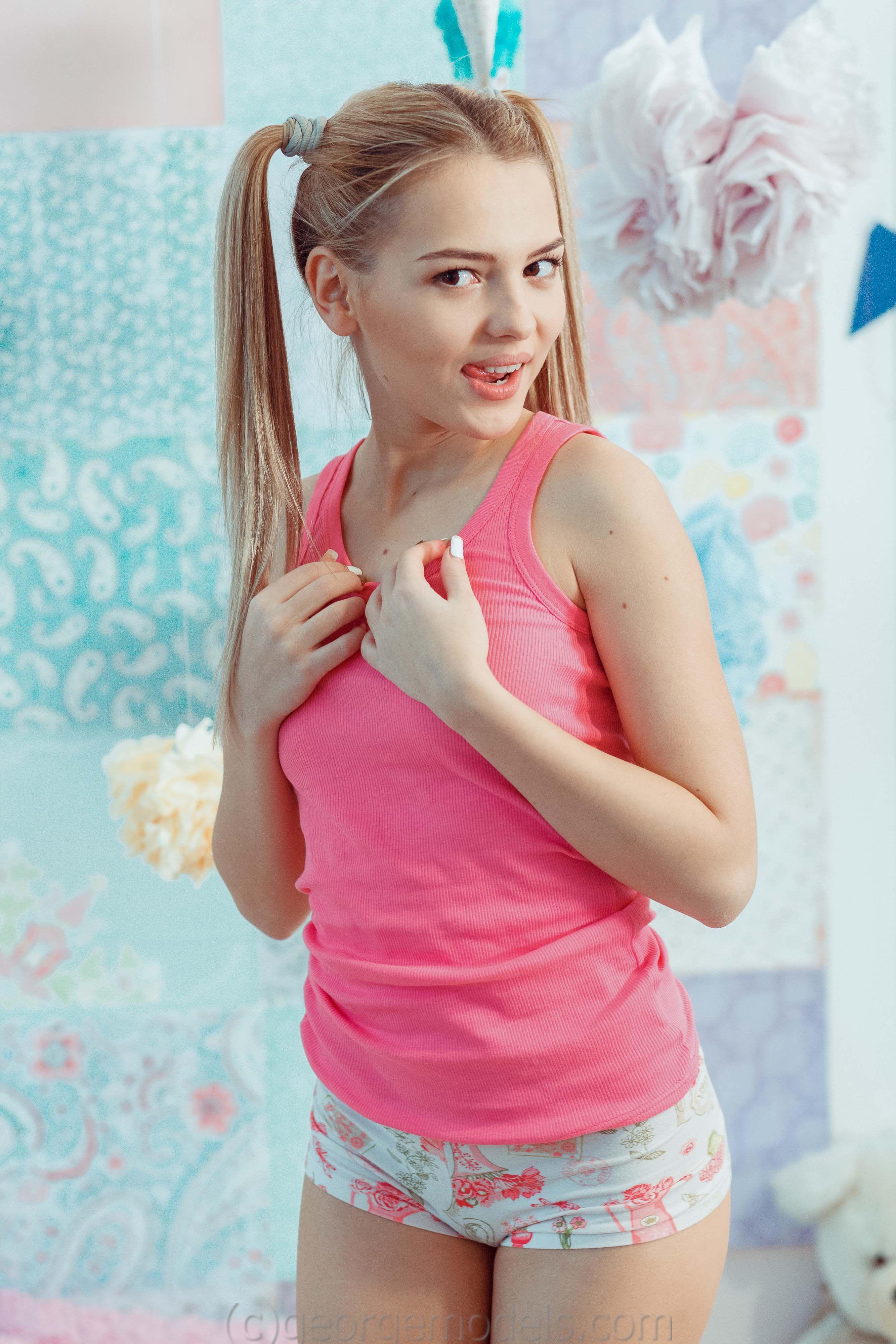 Julia Pink - Model page